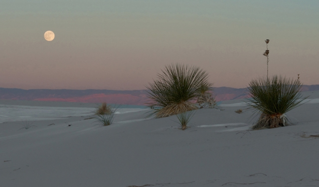 Moon Rise at White Sands2a LPHOTO, AZPHOTO, BLOG